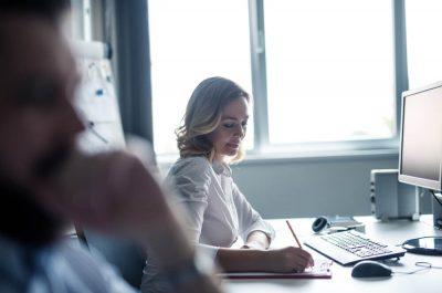 Workaholic e Worklover: entenda esses comportamentos profissionais